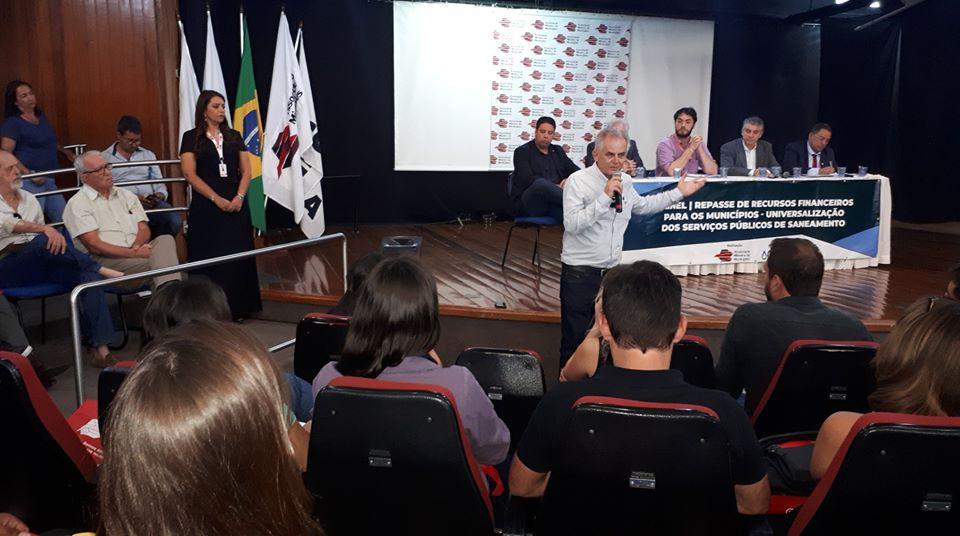 Rogério Siqueira participa de seminário da Arsae-MG e AMM