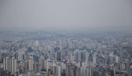 Fumaça de queimadas cobre o céu de Belo Horizonte  nesta terça-feira 20 de agosto 2019
