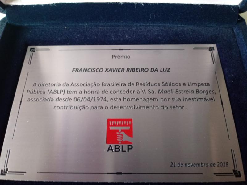 Maeli Estrela recebe premio ABRELP