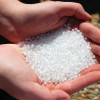 Cientistas criam sistema que usa ímã para dissolver microplástico da água